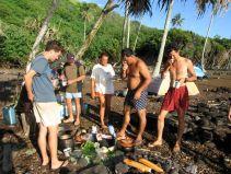 Breakfast on the Association Te Rau 'Ati 'Ati expedition to Me'eti'a, Society Islands, January 2008. Photo: Théo Guilloux.