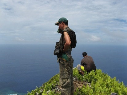 Jean-Yves and Paul on Hi'ura'i, the summit of Me'eti'a, 2008
