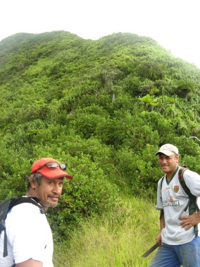 Tihoni and Cerdan on the ascent of Mt. Perau, Rapa, Austral Islands, 2008
